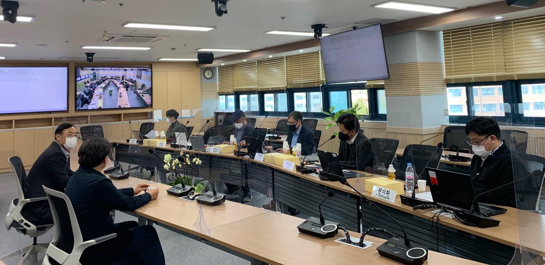 국립 한밭대학교(총장 최병욱)는 지난 1일 대학과 창업보육센터 입주․졸업기업 간 산학협력을 위한 'INo-CAM(Industries on Campus) 프리 인턴십' 면접 실시 전 관계자들이 회의를 진행했다.