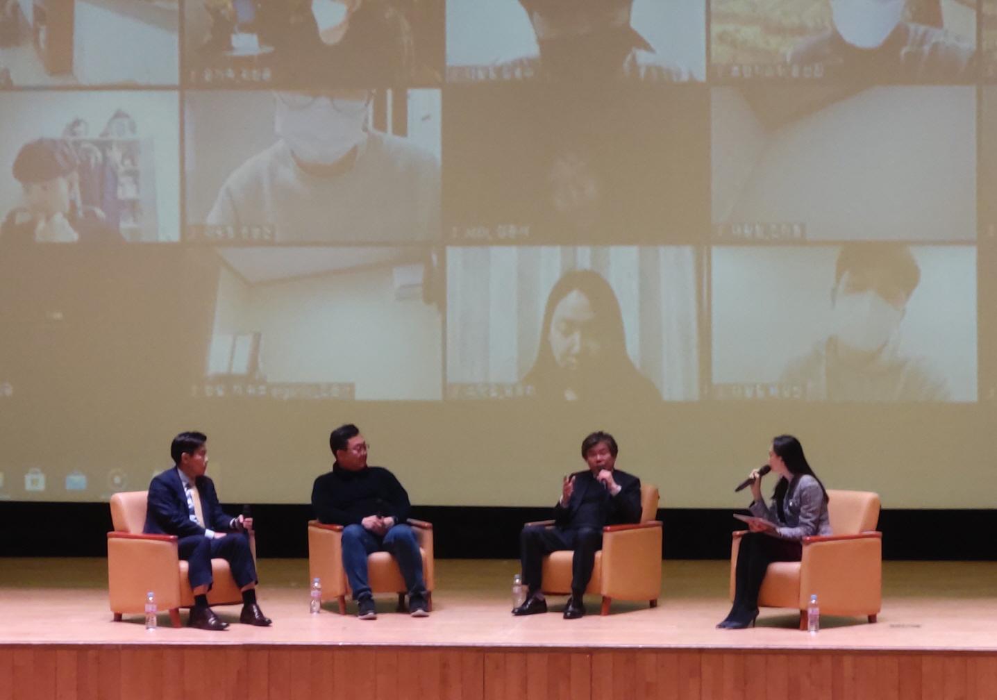 지난 2월 16일, 한밭대학교가 운영한 '한.집.안 START-UP STAR 프로젝트'에서 참여기업인 비전세미콘㈜의 윤통섭 대표와 CEO 토크콘서트를 진행하고 있다.